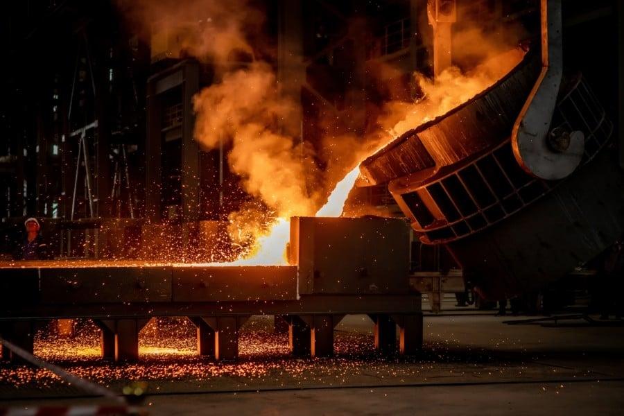 Разливочный цех завода в Караганде.